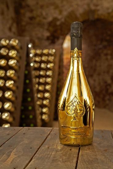 Armand de brignac luxury for Bottiglia in francese